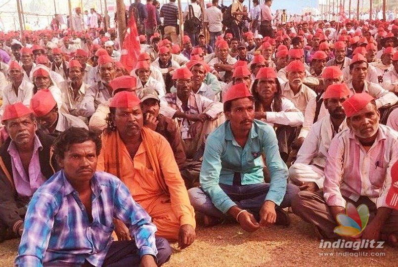 Farmers' 'siege' of Mumbai called off after Maha Govt. agrees to waive loans