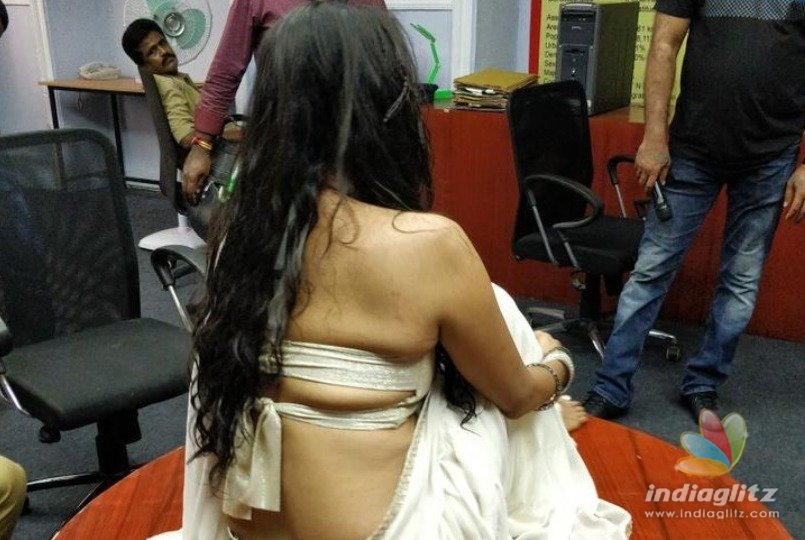 Kasthuri releases hot saree video that goes viral
