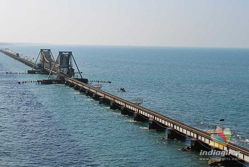 Cyclone warning: Cage 3 hoisted at Pamban Port