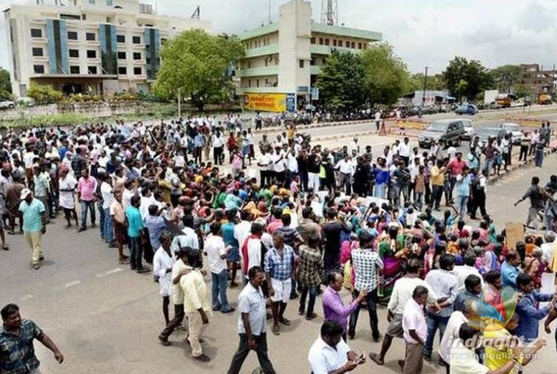 Youth Congress cadres arrested for demanding closure of Sterlite Industries
